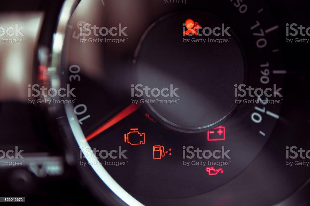 Muchas luces de salpicadero de coches diferentes en closeup - foto de stock