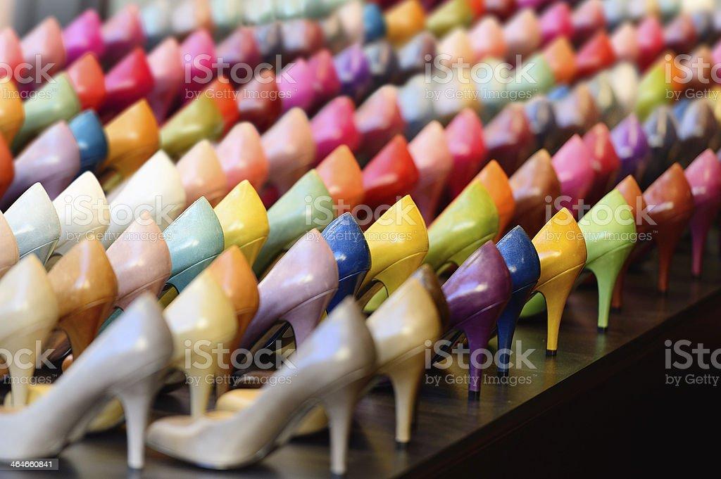 Muchos diferentes colores talones en display foto de stock libre de derechos