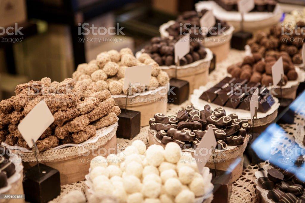 muitos tipos diferentes de chocolate - foto de acervo
