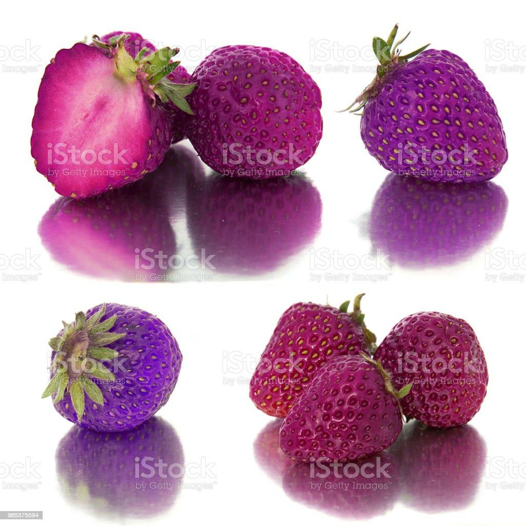 viele verschiedene Sätze von lila und Lavendel Erdbeeren auf weißem Hintergrund isolieren mit Erdbeeren, ganz anders auf einem Blatt. - Lizenzfrei Atelier Stock-Foto