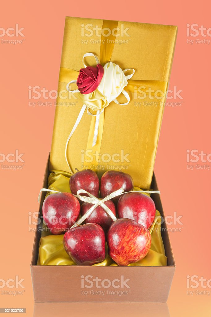 many fresh apples in give box foto stock royalty-free