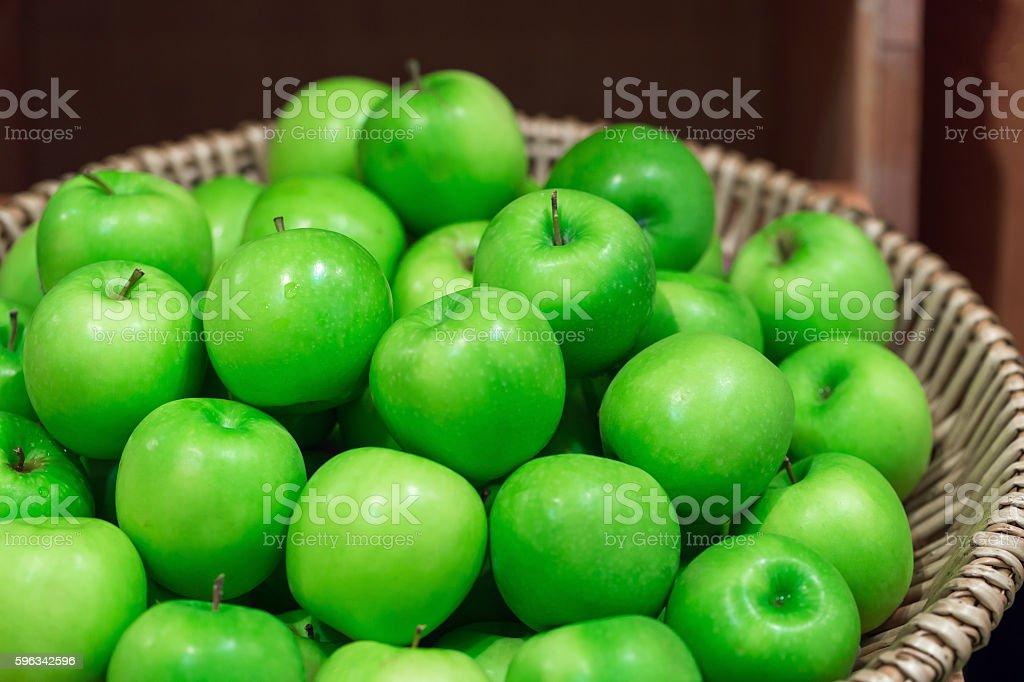 many green juicy apple fruits in market Lizenzfreies stock-foto