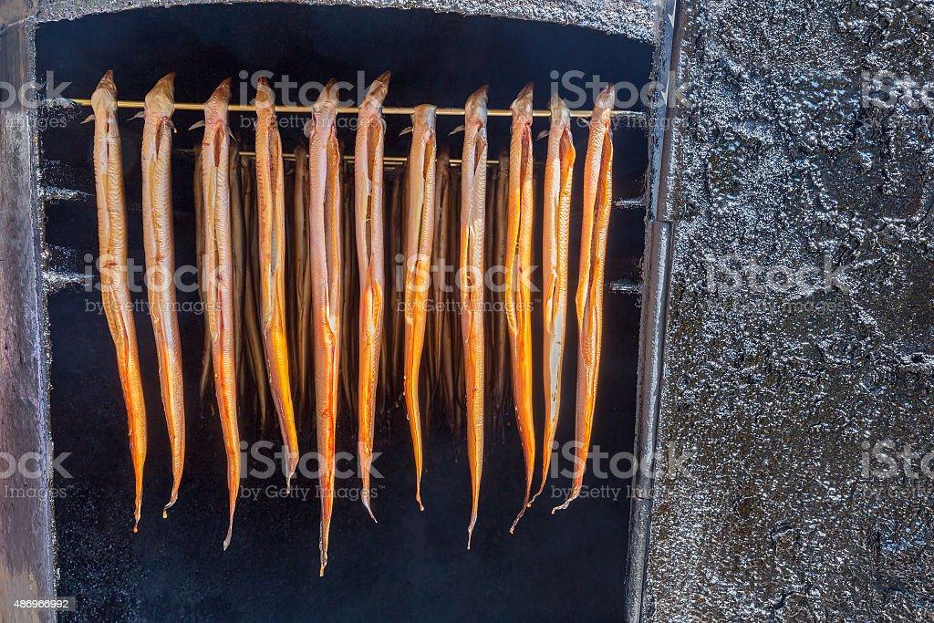 Nombreuses sont suspendus Anguille fumée - Photo