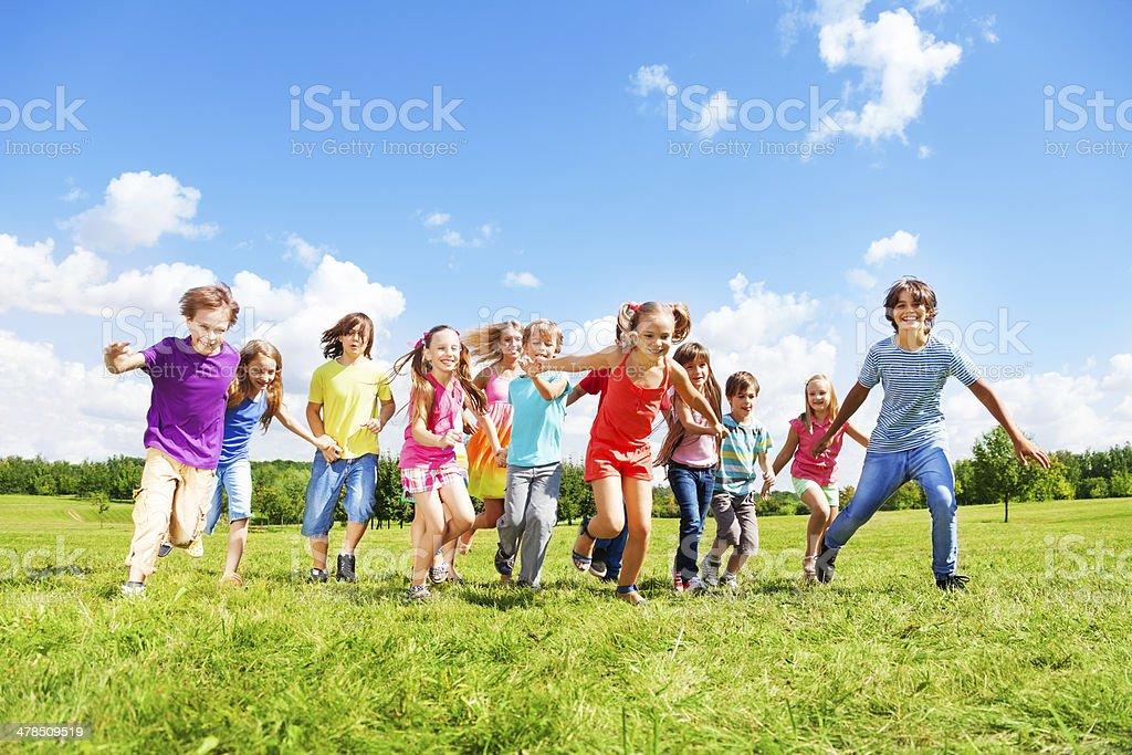 Viele Kinder Laufen - Lizenzfrei Aktivitäten und Sport Stock-Foto