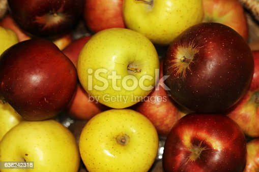 : many kinds of apples