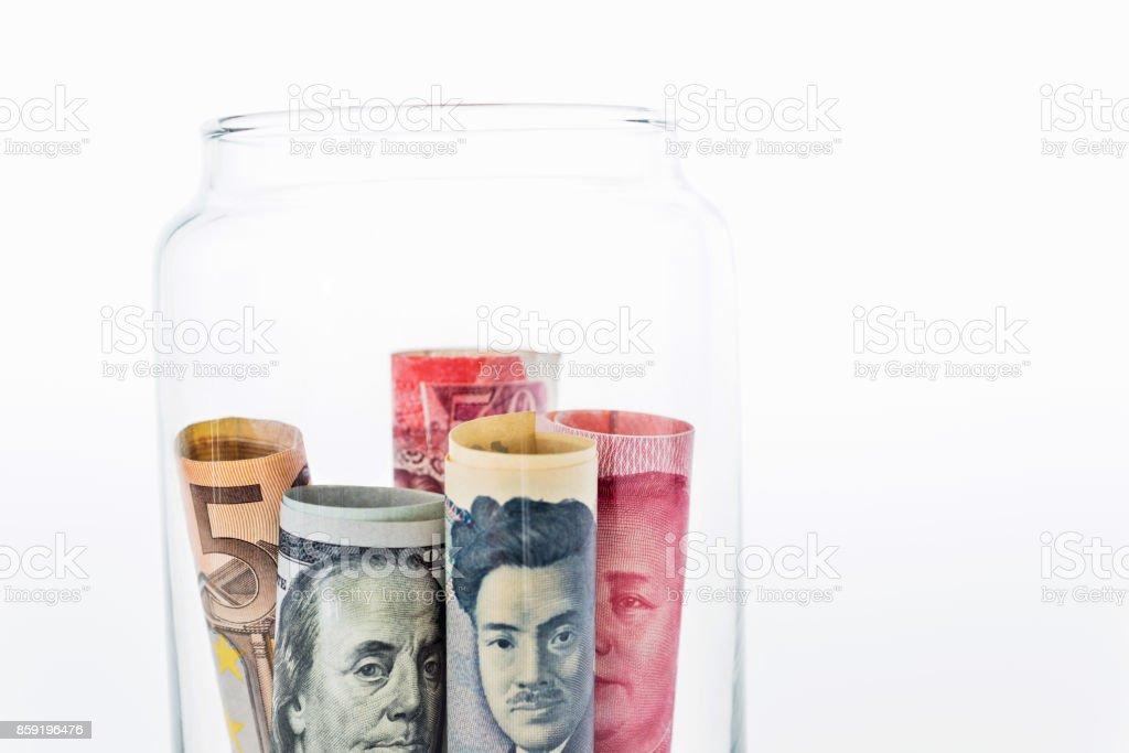 Nombreux types de monnaies dans le bocal - Photo