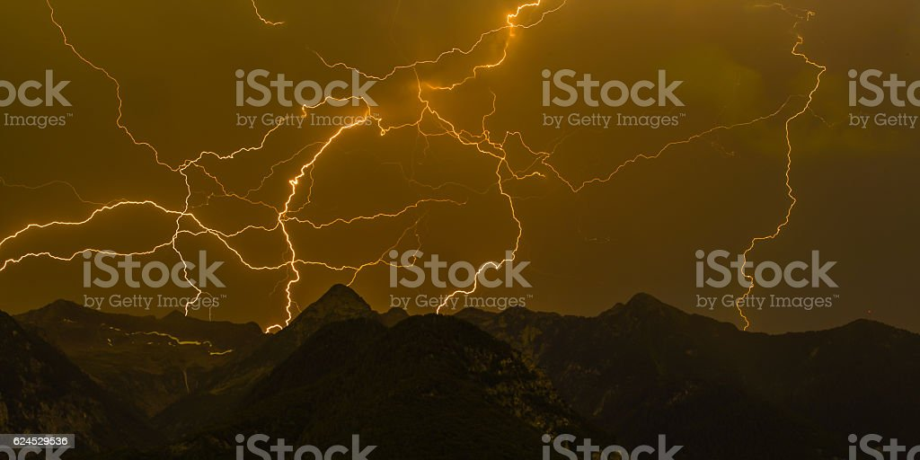 Many lightnings in the mountains – Foto
