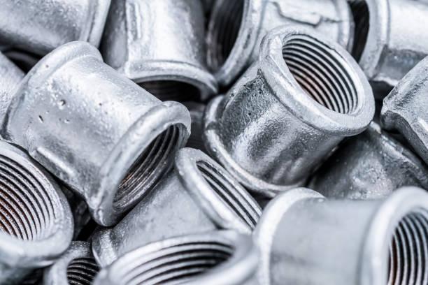 bon nombre de connexion des raccords pour tuyaux en métal. - plomb en métal photos et images de collection