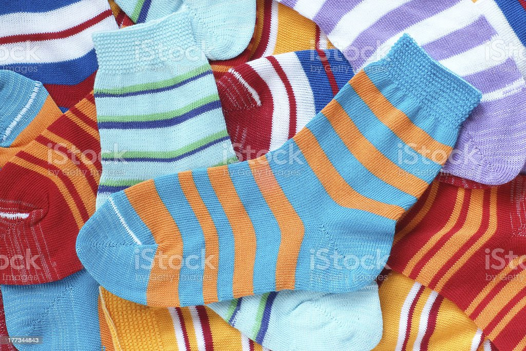 Muchos par de calcetines rayado de child's - foto de stock