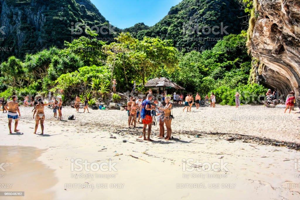 Many tourists enjoy the beach of  Ko Phi Phi Lee island - Thailand zbiór zdjęć royalty-free