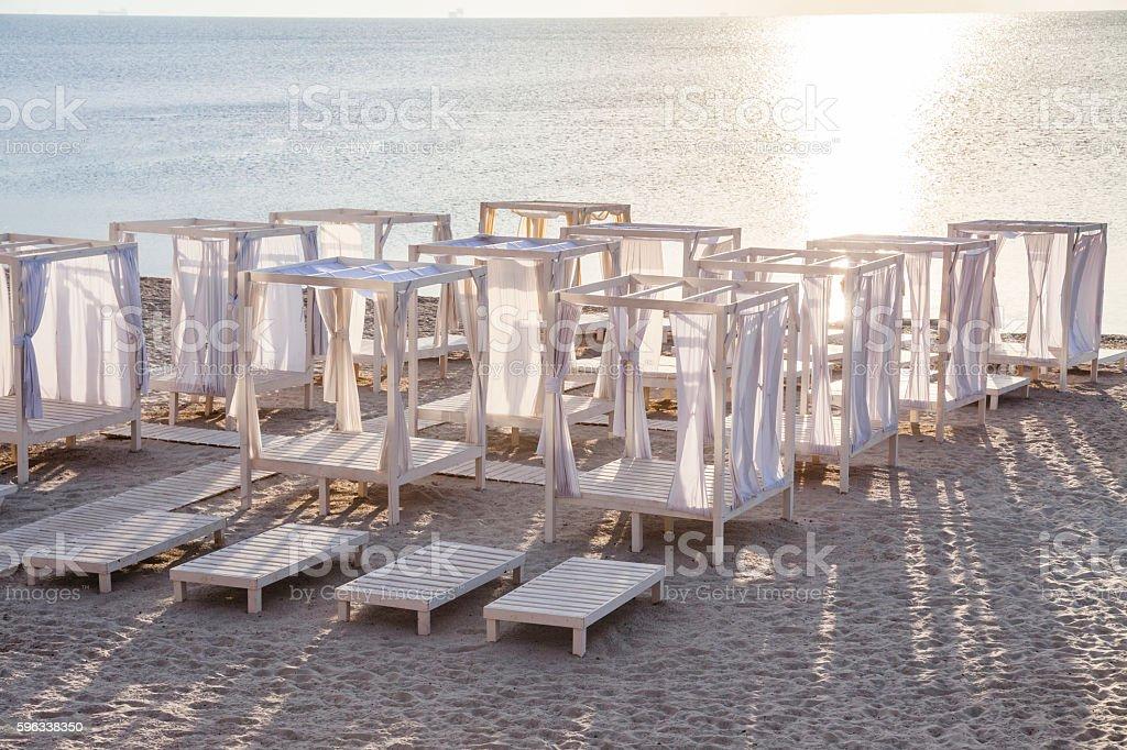 Many white sunbeds on a sandy beach. Lizenzfreies stock-foto