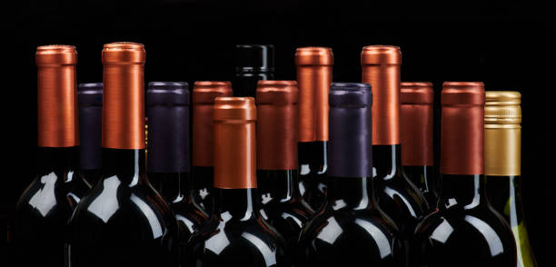 Viele Weinflaschenköpfe – Foto