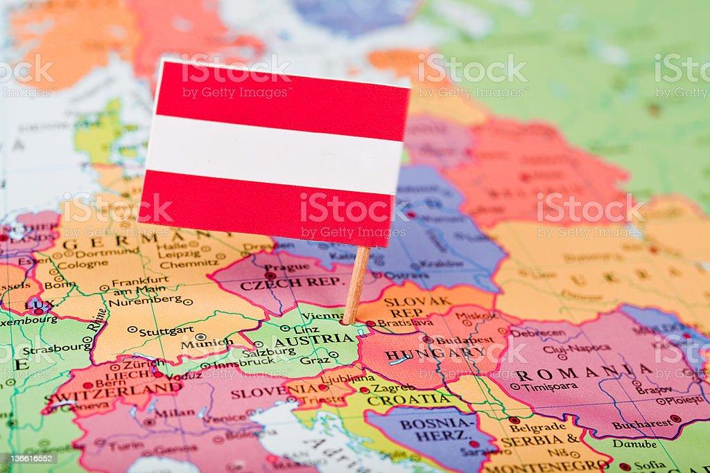 Bandera y mapa de Austria - foto de stock