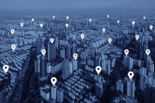 istock Map pin flat of network connection in city. 612652790