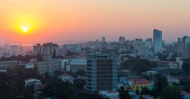 Maputo-Skyline in der Abenddämmerung – Foto