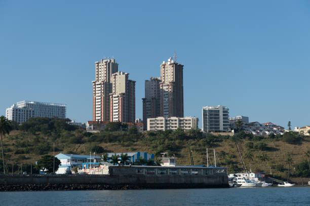 Skyline von Maputo mit Hafen im Vordergrund – Foto