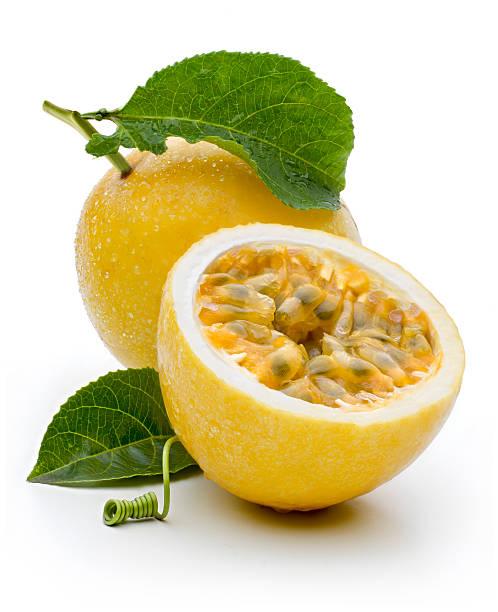 maracudja, fruit de la passion - fruit de la passion photos et images de collection
