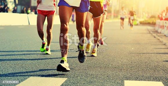 マラソンランニングレース人々の足に City Road - 2015年のストックフォトや画像を多数ご用意