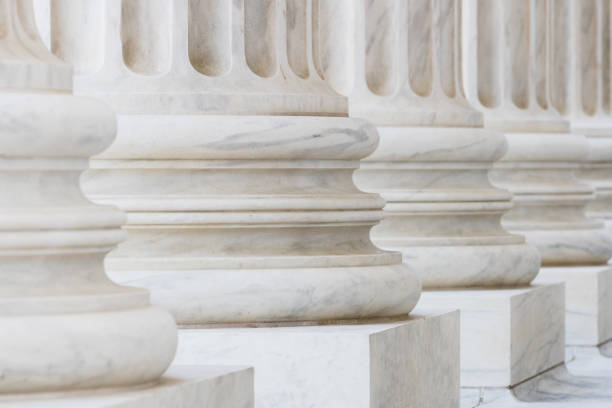marble columns on the us supreme court building - 기둥 건축적 특징 뉴스 사진 이미지