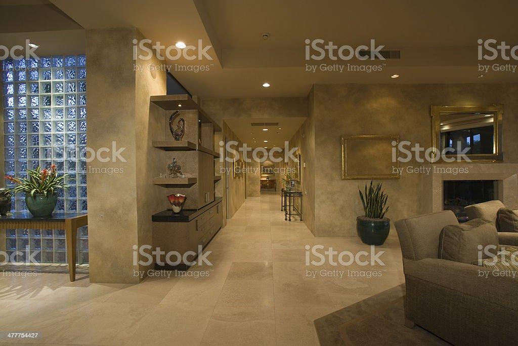 Corridoio Lungo Casa : Pavimenti in marmo corridoio lungo house fotografie stock e