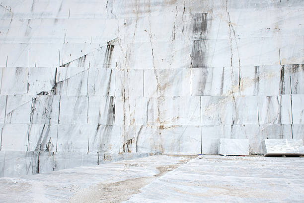 Marble quarry Marble quarries in the Apuan Alps quarry stock pictures, royalty-free photos & images