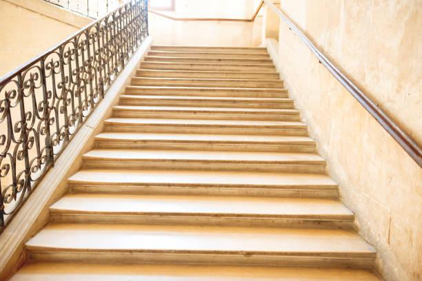 Marmortreppe mit Treppe – Foto