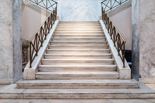 marble stairs indoors - escalón y escalera fotografías e imágenes de stock