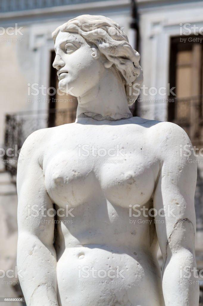 Marble statue in Piazza Pretoria, Palermo, Sicily - foto stock