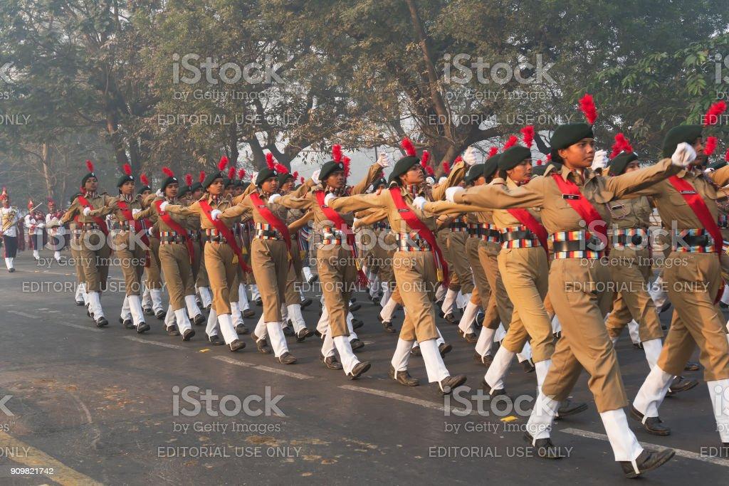 Marschieren Sie vorbei Indiens National Cadet Corps Dame Kadetten – Foto