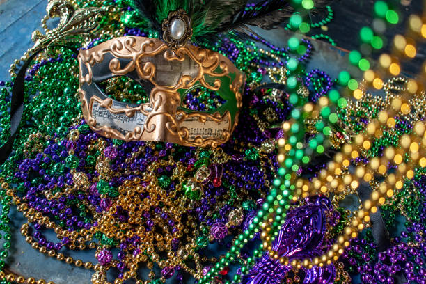 mardi gras mask and beads mardi gras mask and beads in green, gold, and purple mardi gras stock pictures, royalty-free photos & images