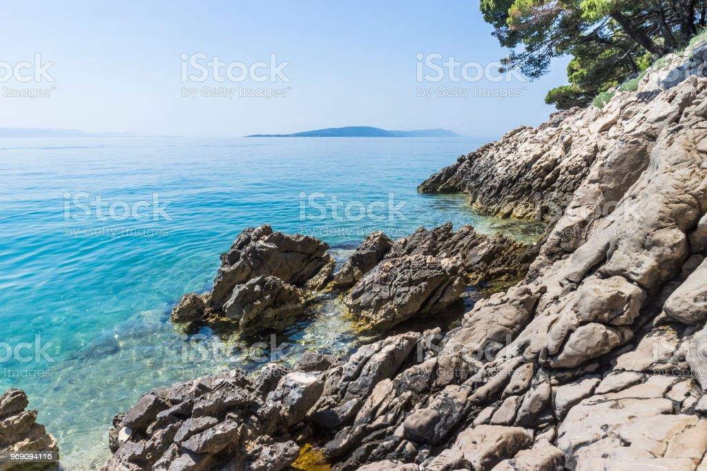 Mare azzurro limpido della Croazia vicino a Makarska - foto di stock immagine - foto stock