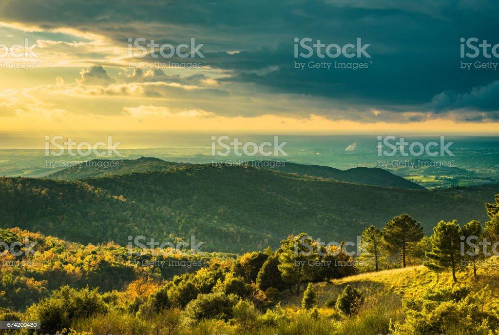 Maremma sunset panorama. Countryside, hills and sea on horizon. Rosignano Vada, Tuscany, Italy. - foto stock