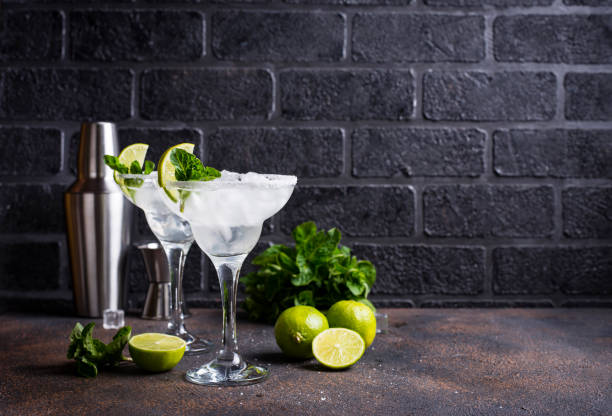 Margarita cocktail with lime and ice – zdjęcie