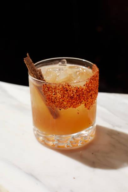 bebida de margarita - mezcal fotografías e imágenes de stock