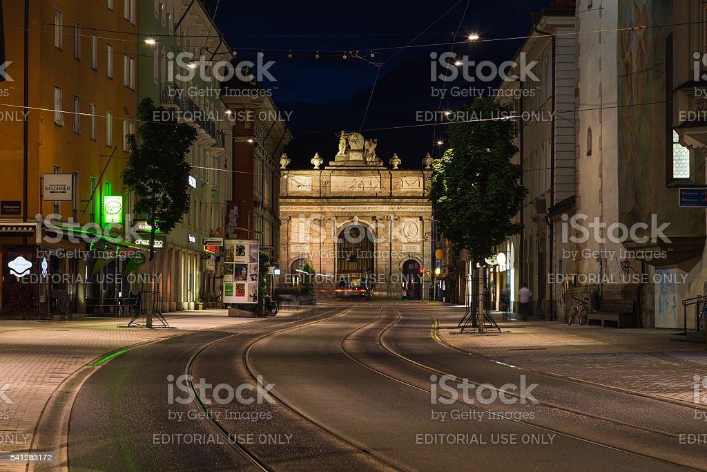 Maria Theresien Strasse towards Triumphpforte (Triumphal Arch) stock photo