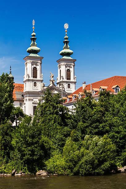 mariahilfkirche kirche in graz, steiermark, österreich - eisenstadt austria stock-fotos und bilder