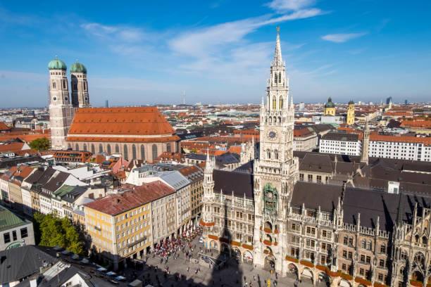 marienplatz clock town i centrum, vy från toppen av tornet med utsikt över stadsbilden. - münchens nya rådhus bildbanksfoton och bilder