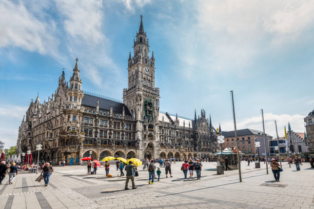 marienplatz square in munich, bavaria, germany - marienplatz foto e immagini stock