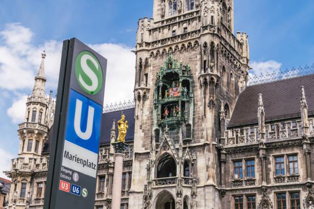 torget marienplatz - münchens nya rådhus bildbanksfoton och bilder