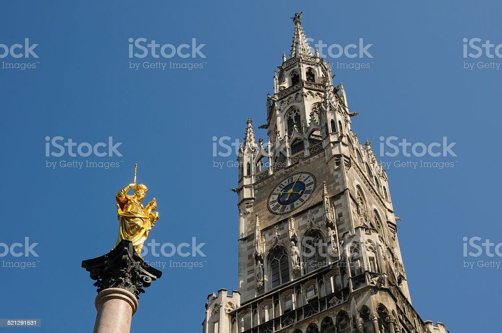 Mariensäule und Rathausturm in München stock photo
