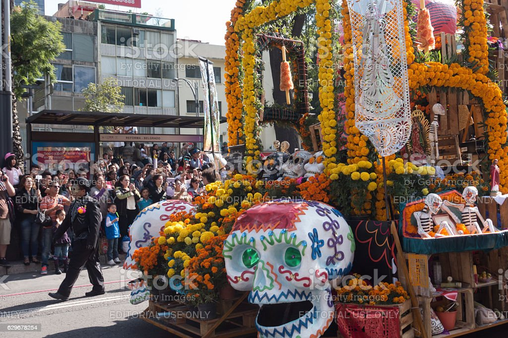 Marigold Flower Parade Floats During the Day of the Dead - foto de stock