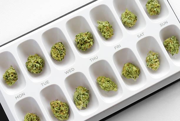 cannabis в таблетка случае - доза стоковые фото и изображения
