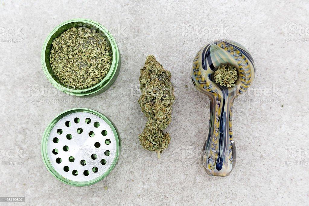 Marihuana tubería, Esmeriladora y nug. - foto de stock