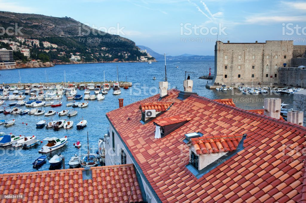 Marina and Rooftops in Old Town of Dubrovnik - Zbiór zdjęć royalty-free (Architektura)
