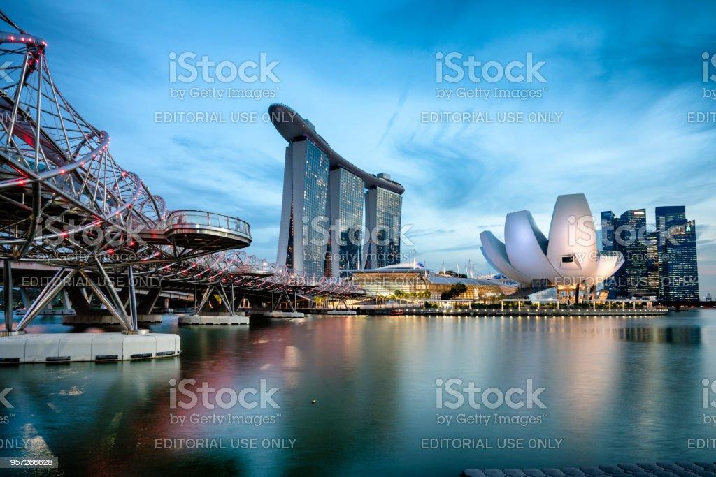 Marina Bay Sands in Singapore bij zonsondergang foto