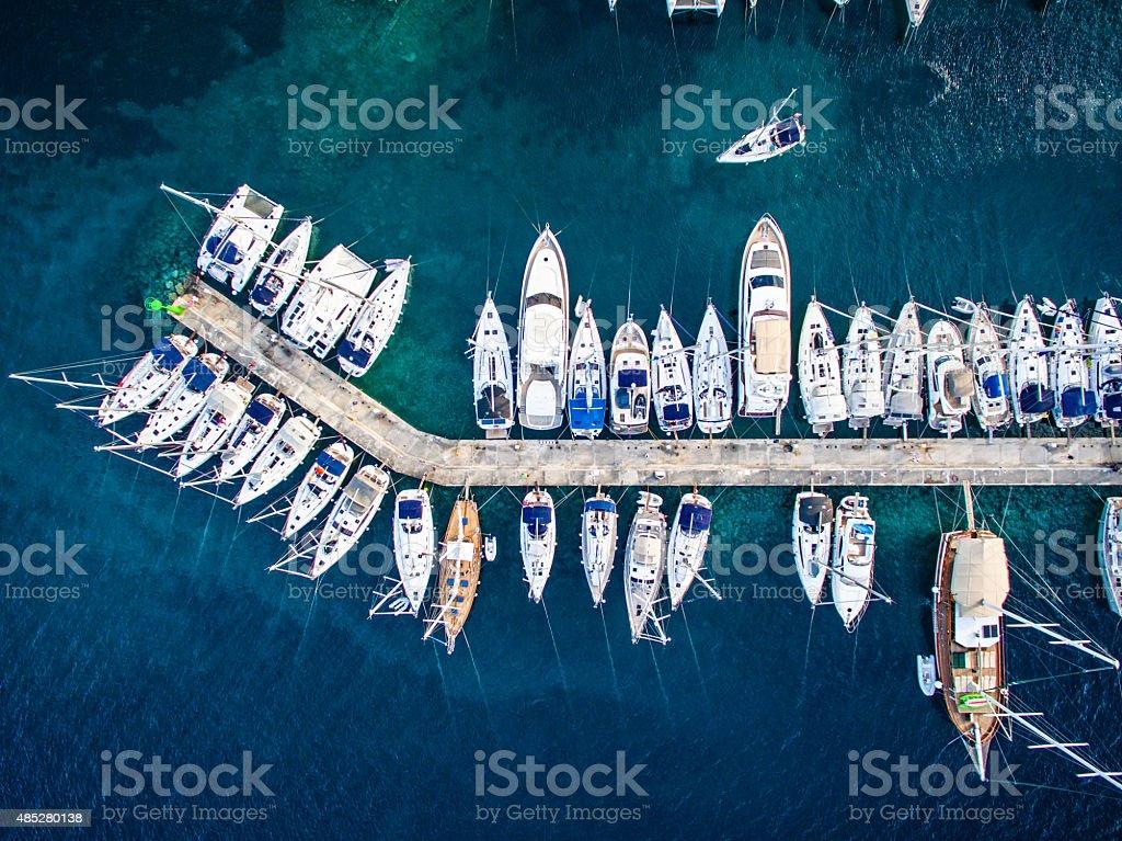 Marina bay mit Segelboote und Jachten – Foto