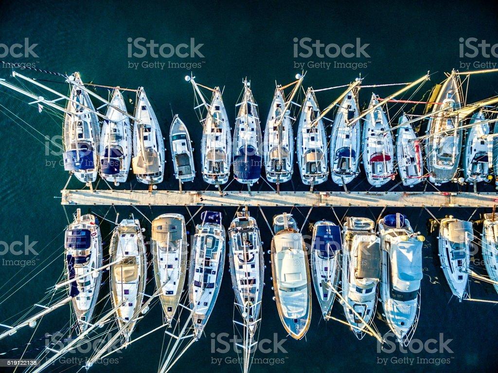 Marina bay с яхты парусные и стоковое фото