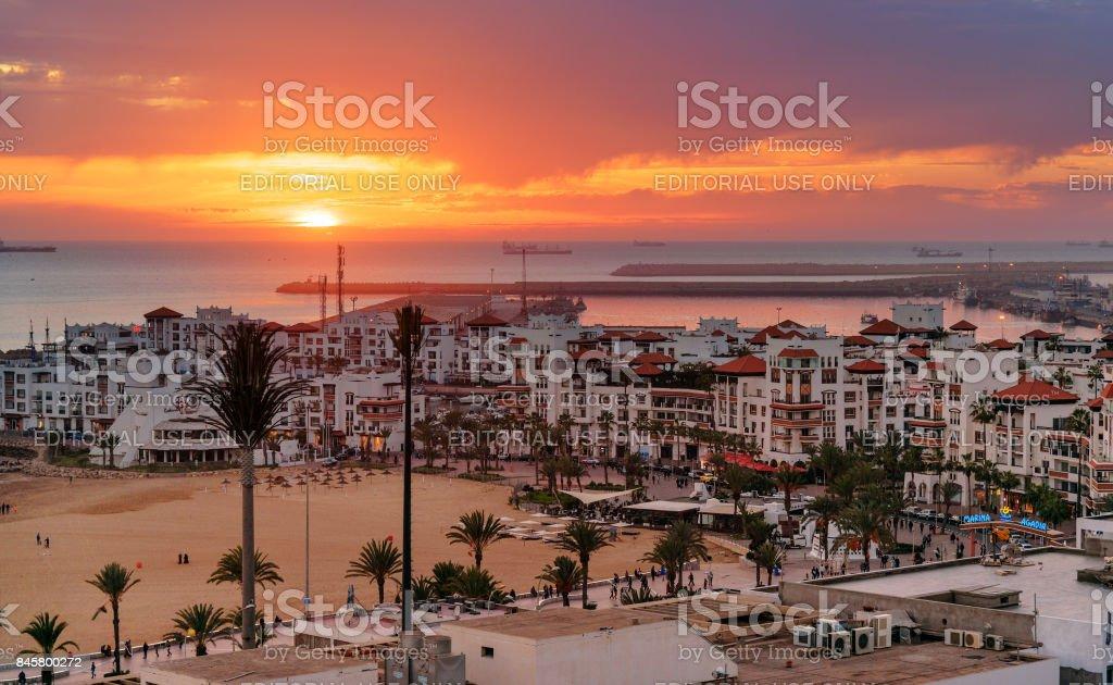 Marina in Agadir stad bij zonsondergang, Marokko foto