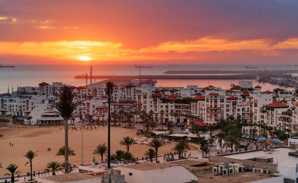 Marina en la ciudad de Agadir en puesta del sol, Marruecos - foto de stock