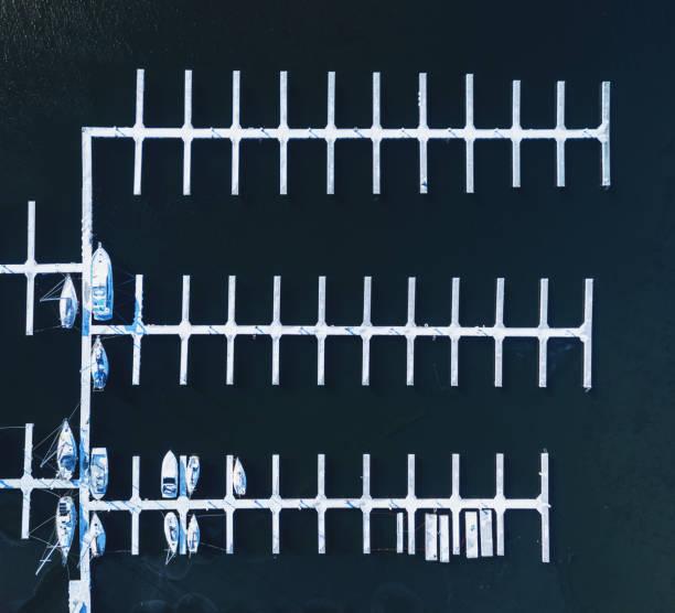 겨울의 마리나 - 부잔교 뉴스 사진 이미지